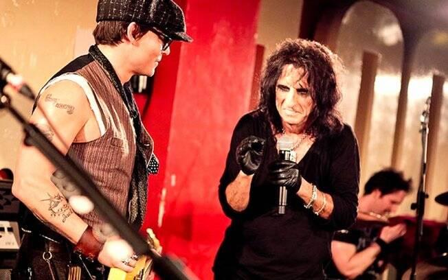 Johnny Depp e Alice Cooper no palco do clube 1000, em Londres: participação low-profile
