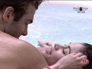 Clima de romance entre Maria e Wesley