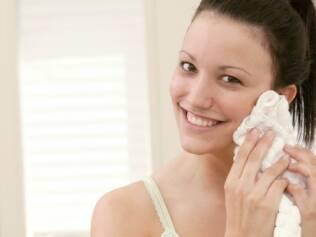 Pele limpa adequadamente é fundamental para mantê-la saudável, viçosa e fresca