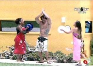 Michelly e Janaina cantam para Rodrigo