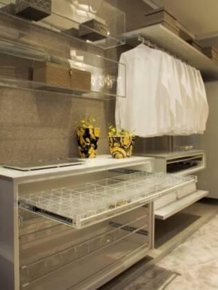 Na Casa Cor 2010, Sueli Adorni usou a transparência para criar um closet divertido e diferente