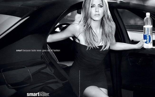 Jennifer Aniston em campanha de água