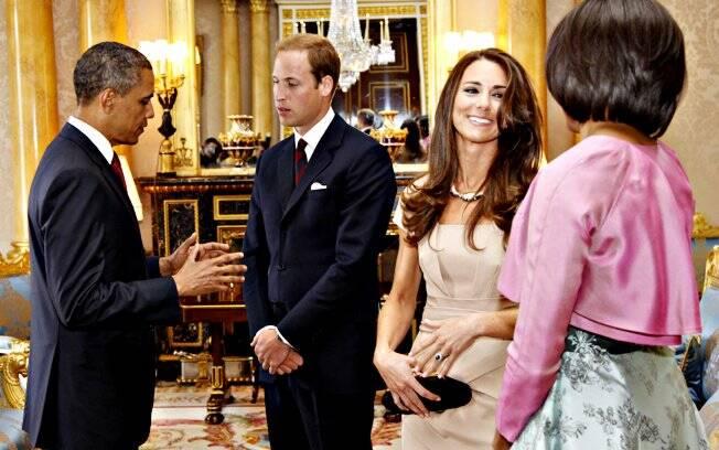Barack e Michelle Obama são recebidos pelo Príncipe William e a duquesa Catherine