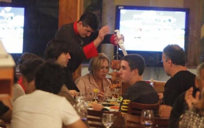 Susana Vieira com o namorado Sandro Pedroso, o filho e o neto