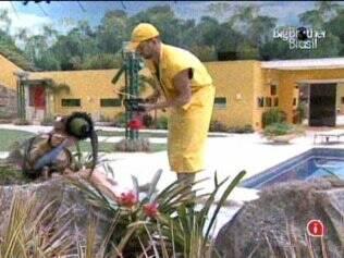 Diogo e Paulunha cumprem Castigo do Monstro