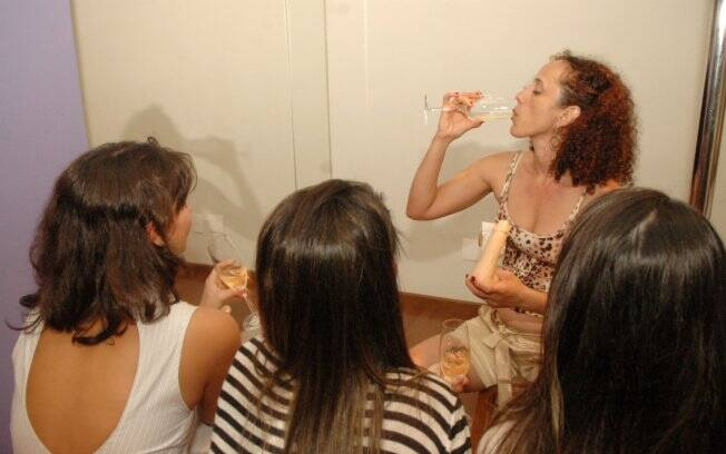 Um truque: champanhe para turbinar o sexo oral