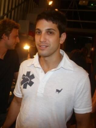 Marco Antônio Gimenez: uma costela quebrada e outra fissurada