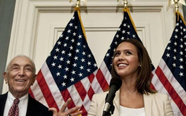 Jessica Alba e o senador Frank Lautenberg