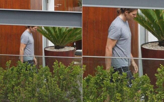 Tom Brady apareceu de camiseta e usando rabo de cavalo