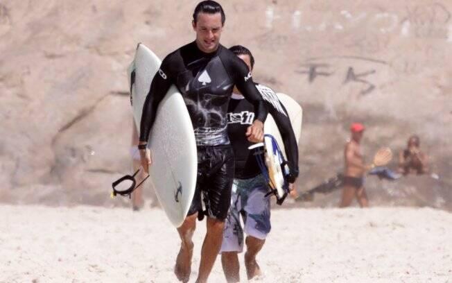 Rodrigo Santoro: dia de surfe no Rio de Janeiro