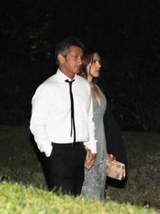 Scarlett Johansson e Sean Penn deixam jantar na Casa Branca