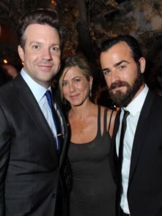 Jason Sudeikis com o novo casal Jennifer Aniston e Justin Theroux