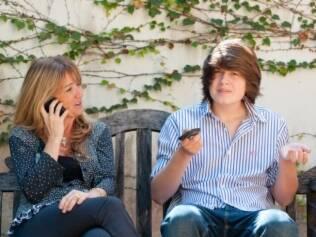 Mariângela e o filho João, de 15 anos: acompanhamento e caronas para as festinhas