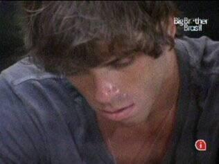 Mau Mau chora por causa de Paredão