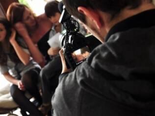 Linguagem de cinema: produtora faz filmes de quatro minutos com três horas de filmagens
