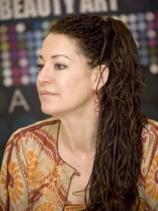 Nikoletta Skarlatos foi descoberta em Hollywood depois de interpretar Carmen Mirando em um comercial de TV