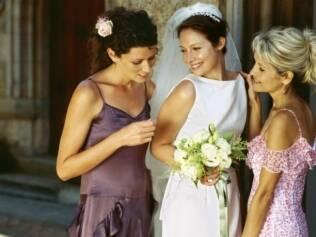 Noivas podem contornar situações complicadas entre madrinhas