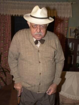 Newton Martins como Delegado Zé Frazío em Desejos de Mulher (2003)