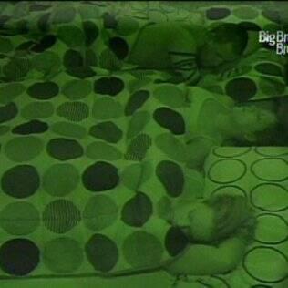 Diogo e Michelly dormem no Quarto do Líder junto de Natália e Paula