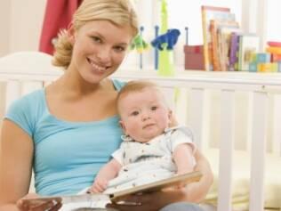 A partir dos seis meses, bebês já se beneficiam da leitura de livros