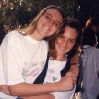 Ana e Monise na época de escola, quando a amizade começou