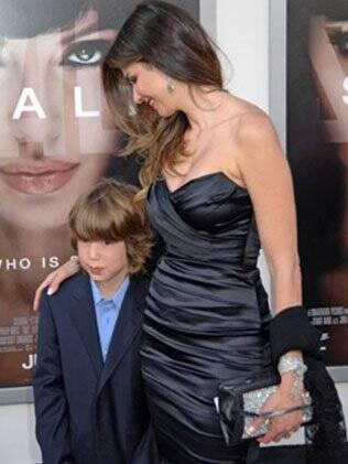 Luciana Gimenez e o filho Lucas em 2010