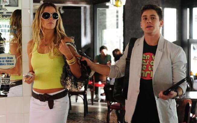Leonardo Miggiorin como Roni, o assistente de Natalie (Deborah Secco) em