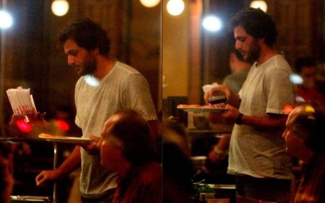 Rodrigo Lombardi janta no Porcão após dia de trabalho
