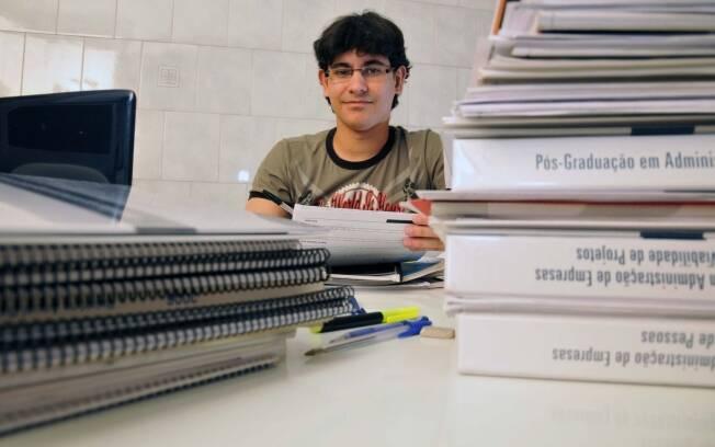 O concurseiro mineiro Ricardo Neves, 23, busca uma vaga no Banco do Brasil