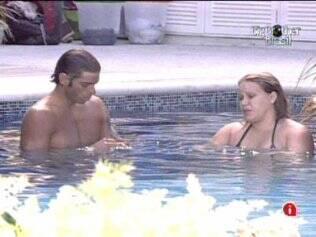 Maurício e Paula conversam sobre o jogo