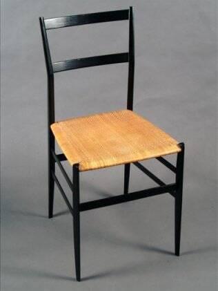 Cadeira Superleggera 699, criada por Gio Ponti, para a Cassina, em 1957