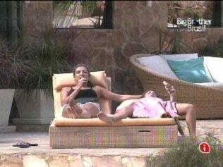 Natália e Michelly aproveitam os picolés