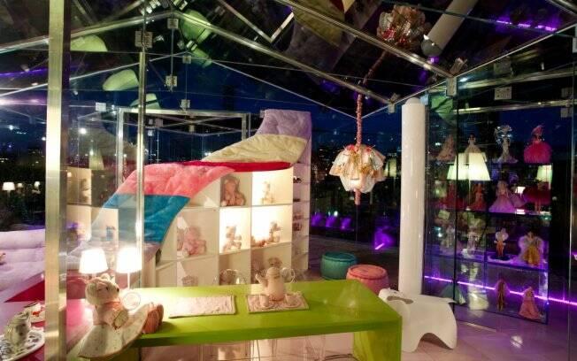 Casa de bonecas com estrutura em vidro construída pela arquiteta Brunete Fraccaroli. O ambiente fazia parte da Casa Kids de 2010