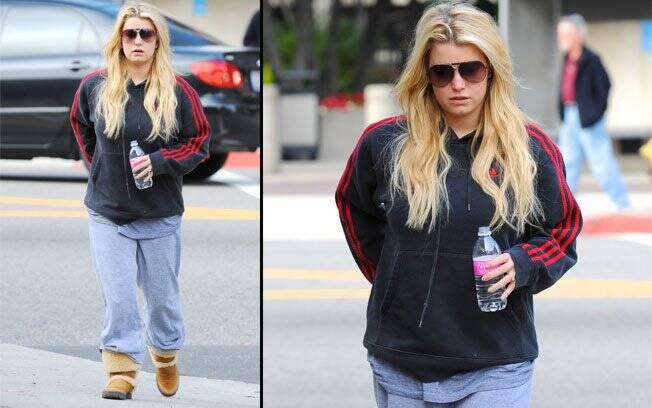 Jessica Simpson durante passeio por Los Angeles: visual simplório