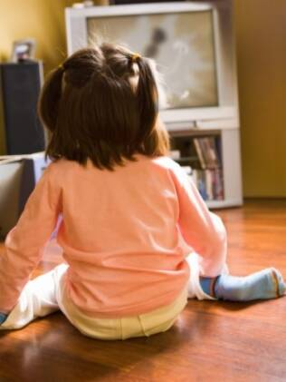 Até dois anos, DVDs educativos não contribuem para o desenvolvimento da linguagem