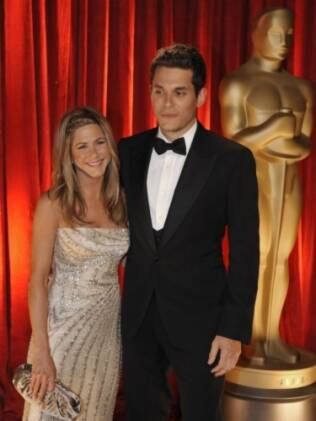 Jennifer Aniston e John Mayer na chegada da cerimônia do Oscar de 2009