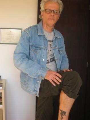 O aposentado Aurélio Righetto, 60, resolveu se tatuar depois que a mulher seguiu os passos da filha