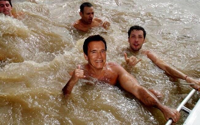 A viagem pode ter direito a um mergulho no Rio Solimões, para conhecer o encontro dele com o Rio Negro