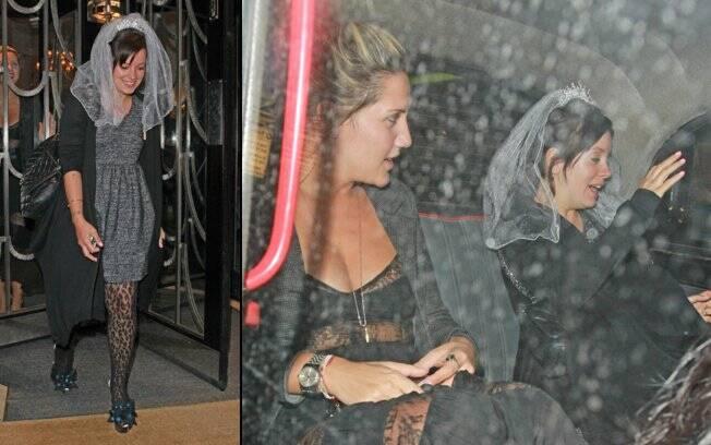 Lily Allen saindo do restaurante em Londres
