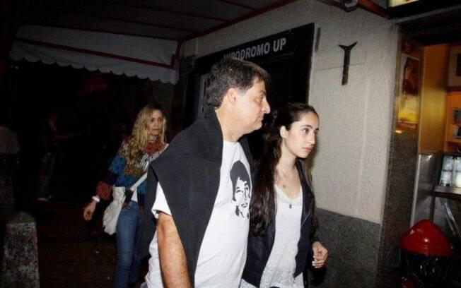 Giuseppe Oristanio, que trabalha ao lado de Cissa na peça Doidas e Santas, vestiu camisa que homenageia Rafael