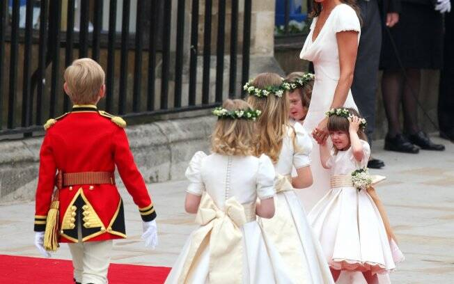 Pippa Middleton com o pagem e as damas de honra
