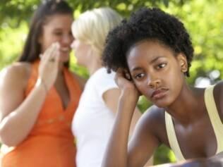 Constrangimento de ver alguém querido ser enganado pode motivar revelação