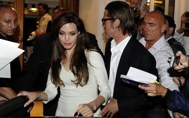 Brad Pitt e Angelina Jolie: assediados ao sair para jantar em Cannes