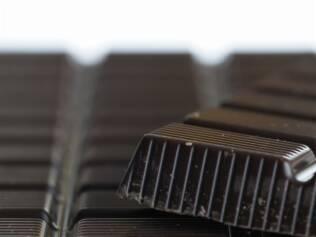 Chocolate escuro: maior teor de cacau traz benefícios, mas gordura e calorias em excesso seguem sendo prejudiciais