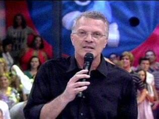 Pedro Bial avisa aos telespectadores sobre o fim das votações