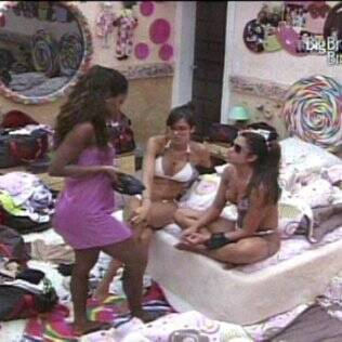 Maria, Jaque e Talula conversam sobre Wesley