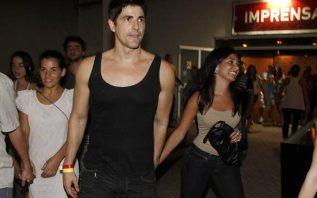 Reynaldo Gianecchini saiu acompanhado de Manoela no show de Amy Winehouse