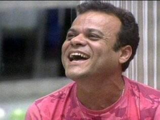 Daniel ri com a brincadeira de Bial