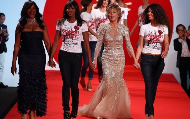 Naomi Campbell e Jane Fonda em desfile em prol das vítimas do Japão