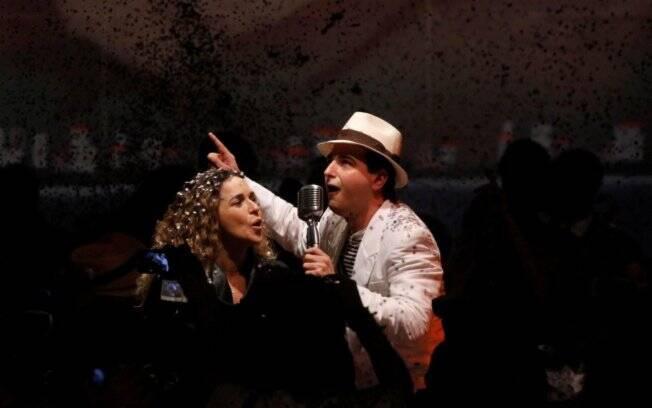 Daniela Mercury canta em desfile de Ronaldo Fraga